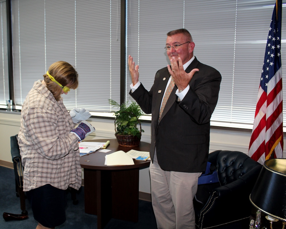 Jeffrey Hamilton puts Congresswoman Kathy Castor through 'the MS Experience' to demonstrate challenges