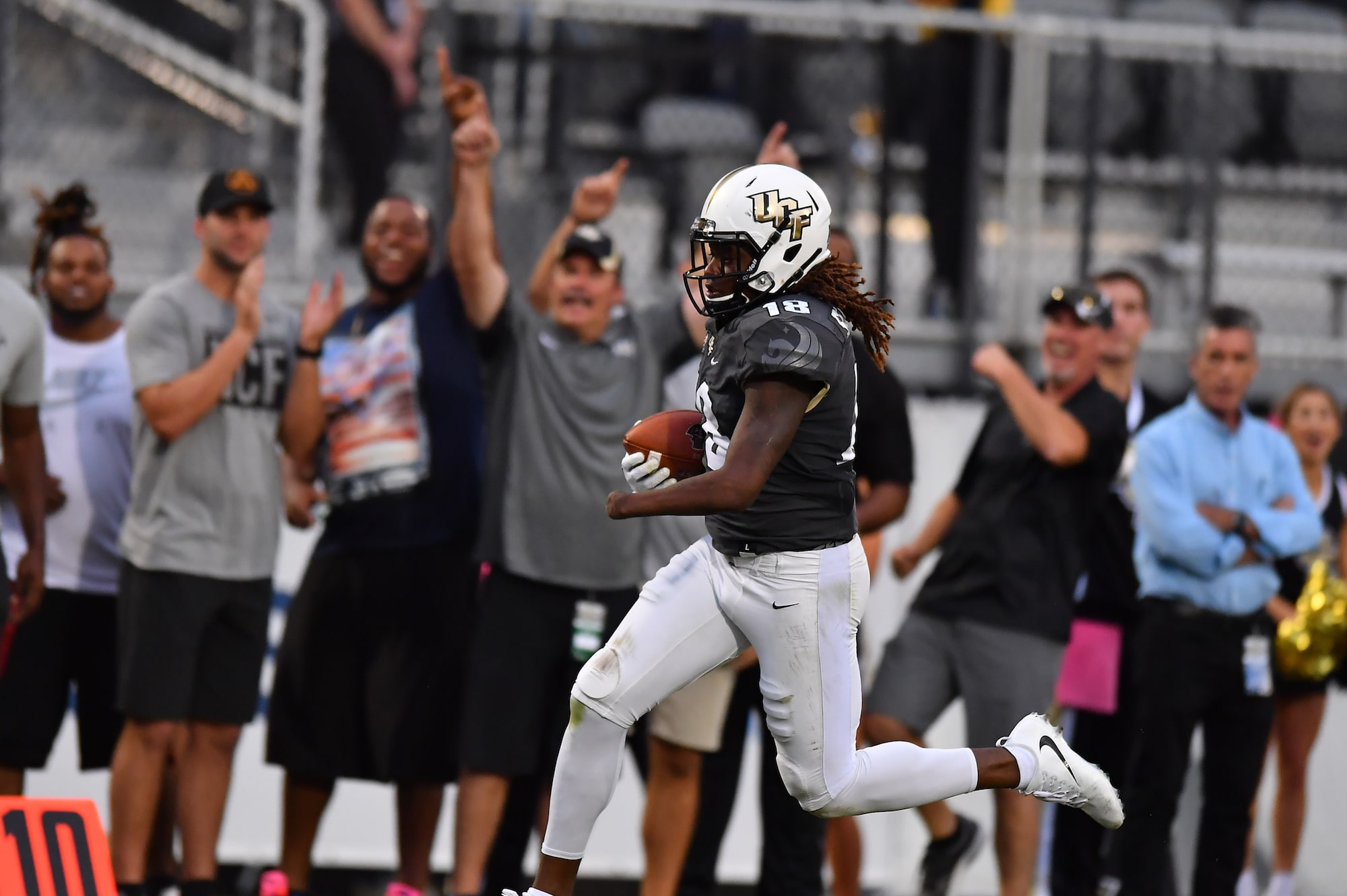 Shaquem Griffin running with the ball at a UCF game
