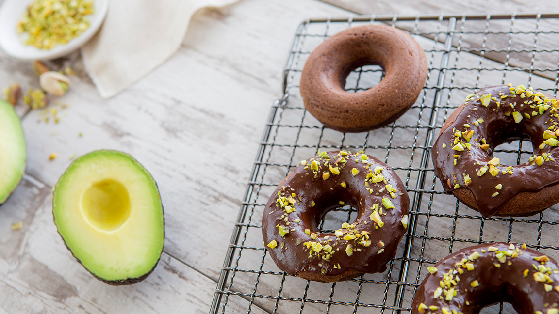Avocado and chocolate combine for a heart-healthy breakfast.