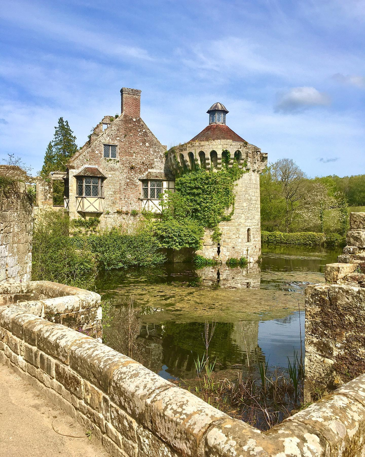 Moated fairytale castles can't help but capture the imagination...  #castle #ruins #history #architecture #spring #medieval #photography #bluesky #beautiful #travel #travelphotography #tourism #england