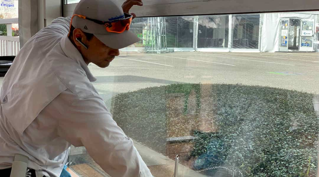 commercial window cleaning tech
