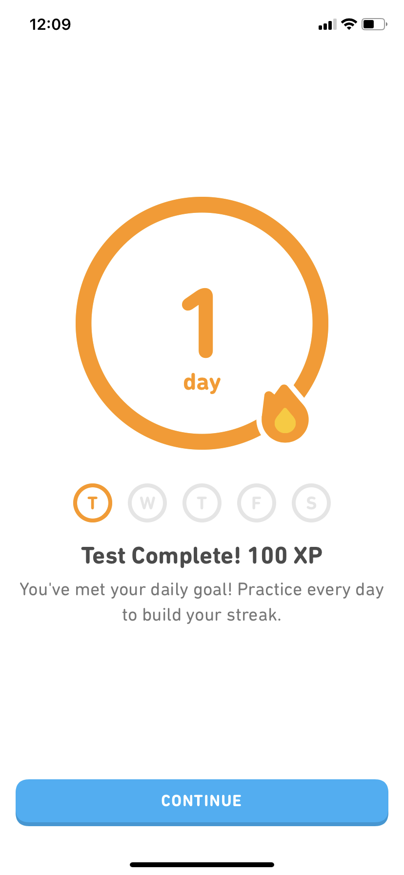 mobile screenshot of duolingo. this screens appears when you complete a lesson. this image shows a full progress circle