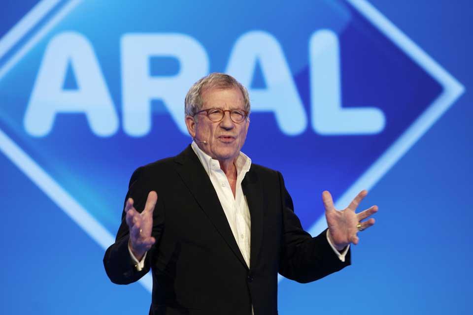 Markenberater Dr. Klaus Brandmeyer hält einen Vortrag