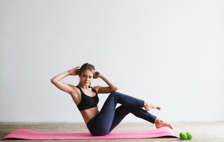 woman-crunches-online-training-living-room.jpg