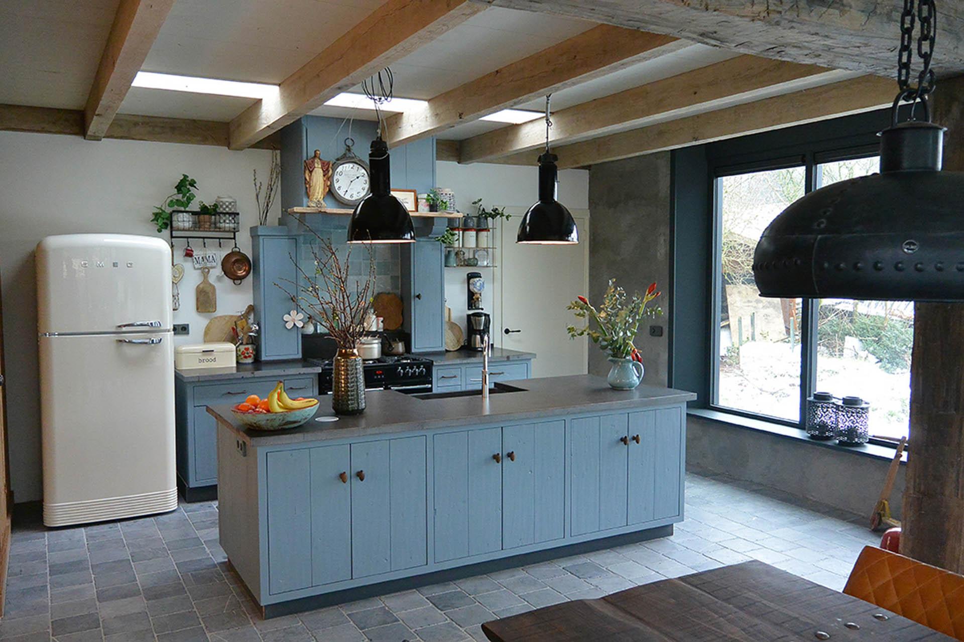 lichte keuken mede door daklicht