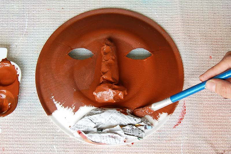 ‍Step 3: Paint the mask.