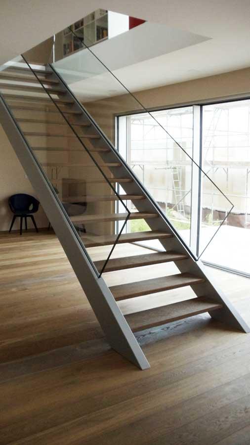 Innentreppe, gerade Treppe, einläufige Treppe, angewendelte Treppe, viertelgewendelte Treppe, zweiläufige Treppe, Glastreppe, Designtreppe, Wendeltreppe