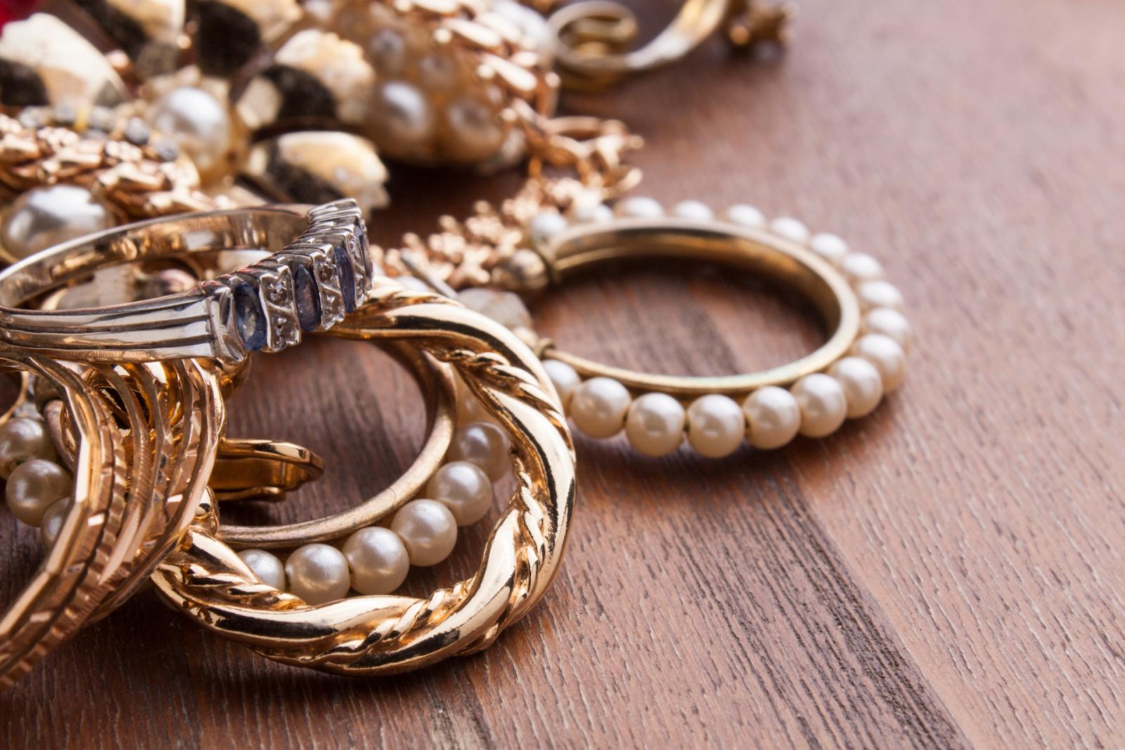 fashionable women's jewelry