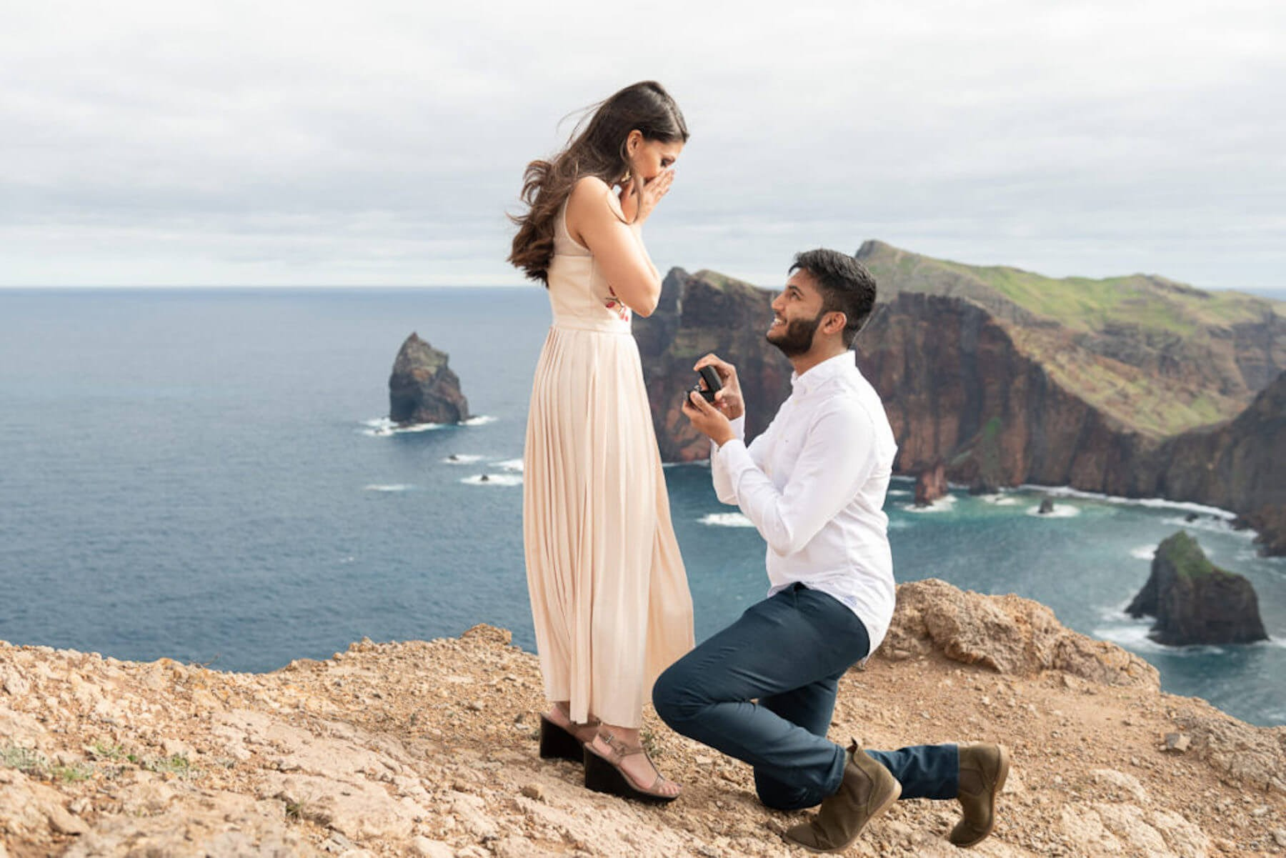 man proposing to a woman overlooking the sea