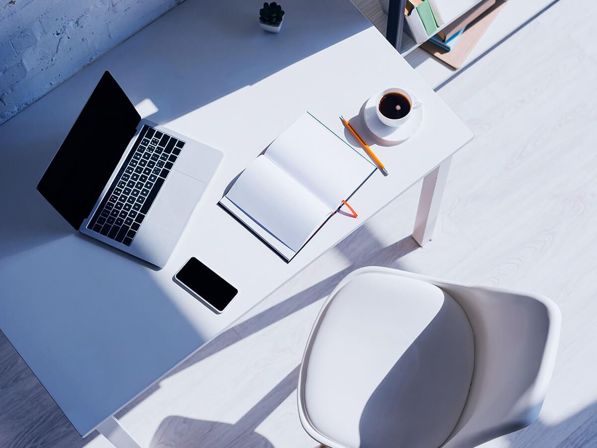 Notebook na pracovom stole