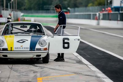 For Sale 1966 Porsche 911 - 2.0L CUP race car 18