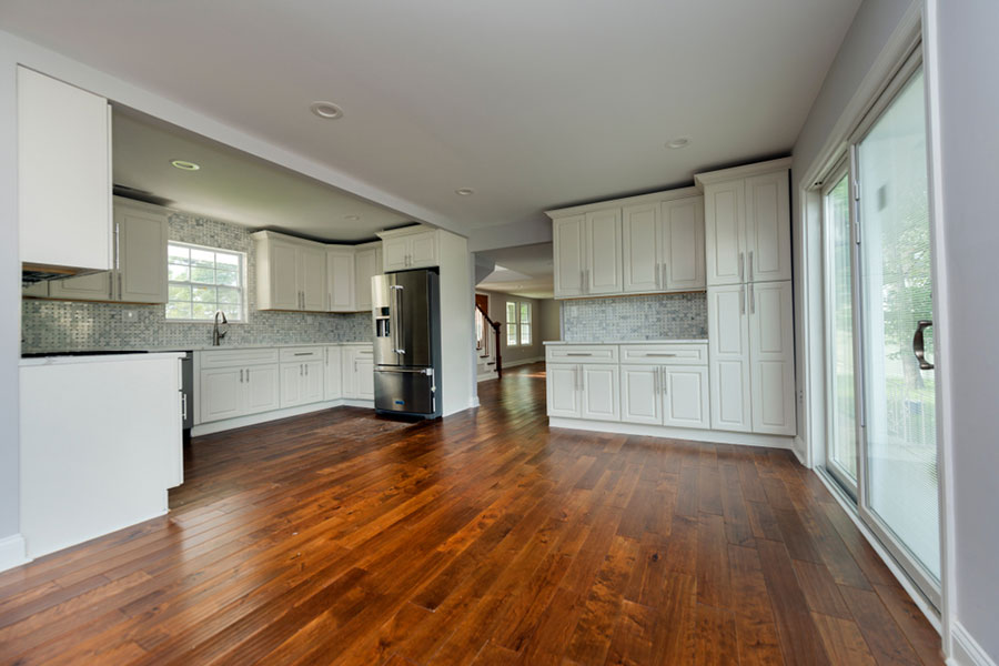 clean hardwood floors in a brentwood home