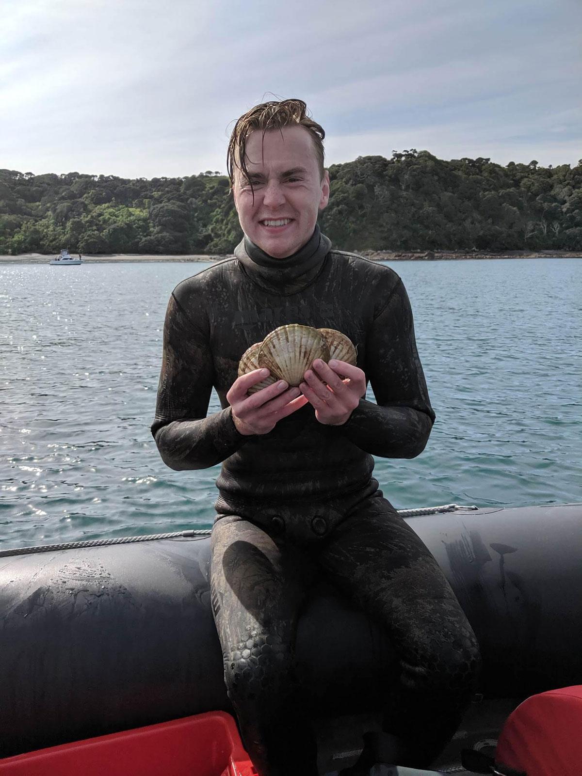 freediver for scallops