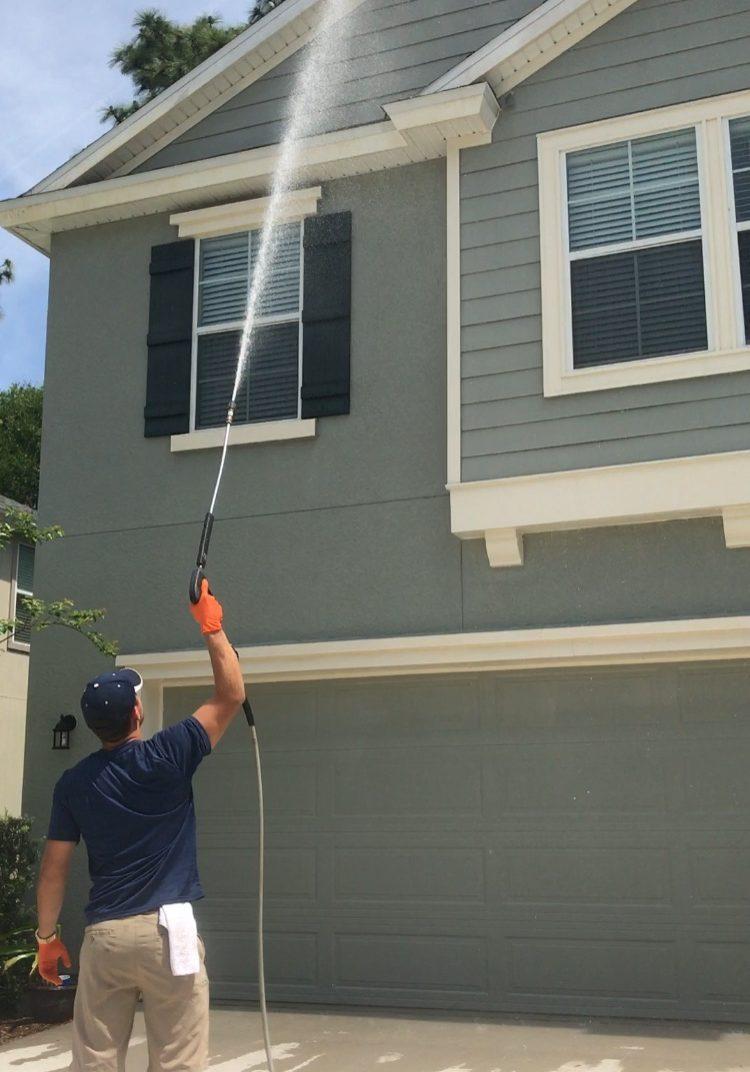 Pressure washing home in Jacksonville, FL