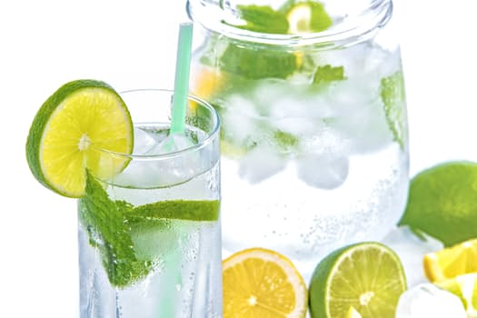 waterpitcher with mint and lemon