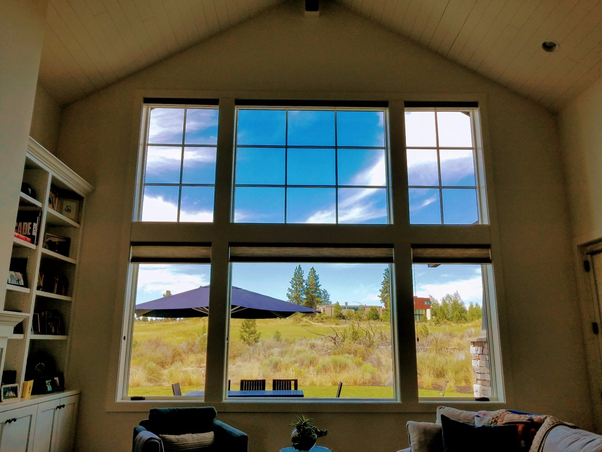Indoor cleaned windows cleaned by MasterPro Service Inc.