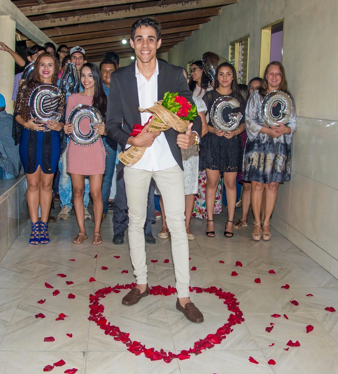 rapaz preparado para um pedido de casamento sonho