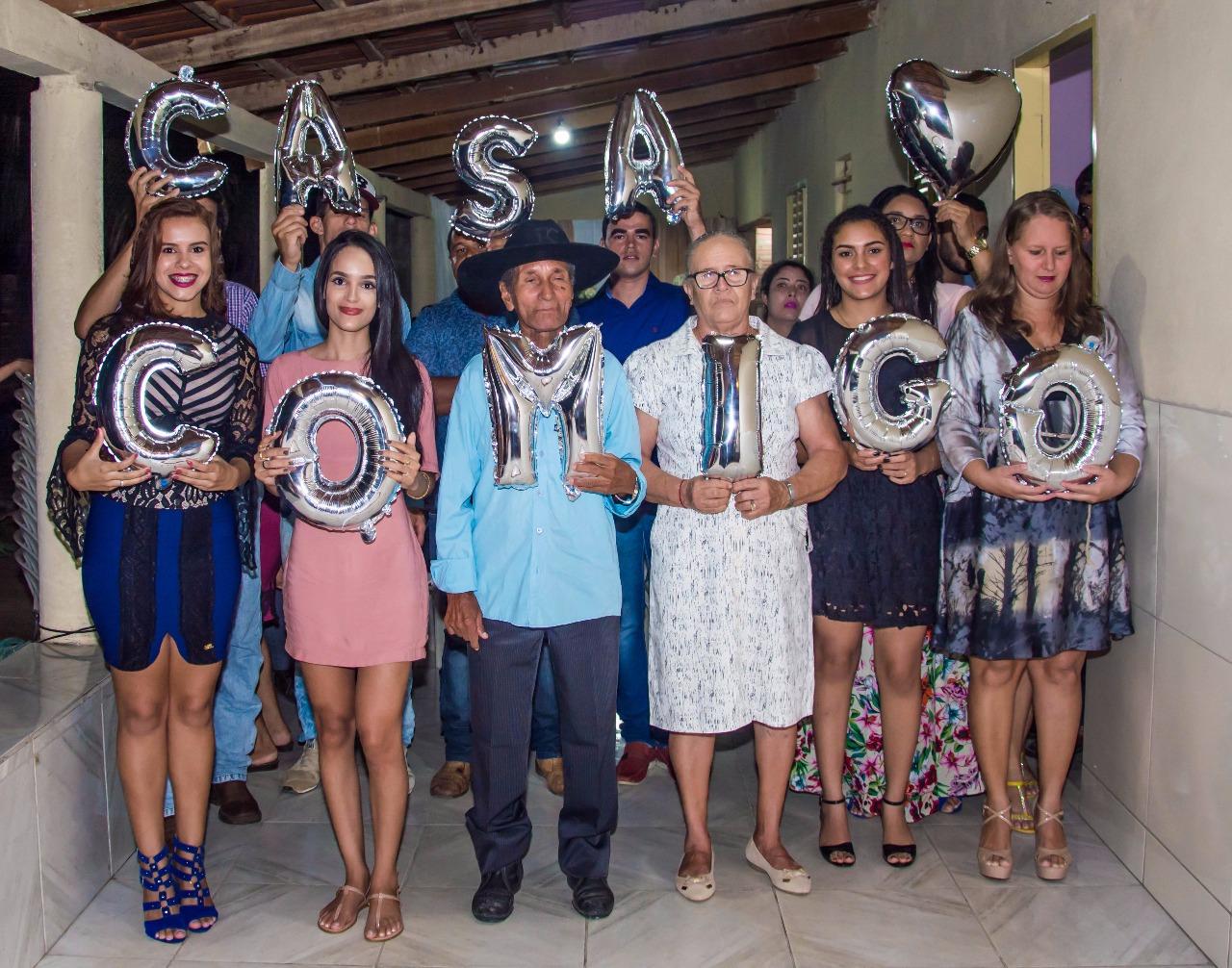 família participando do pedido de casamento sonho