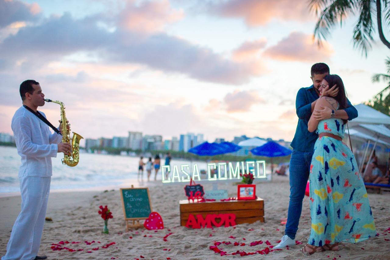pedido de casamento na praia com sax
