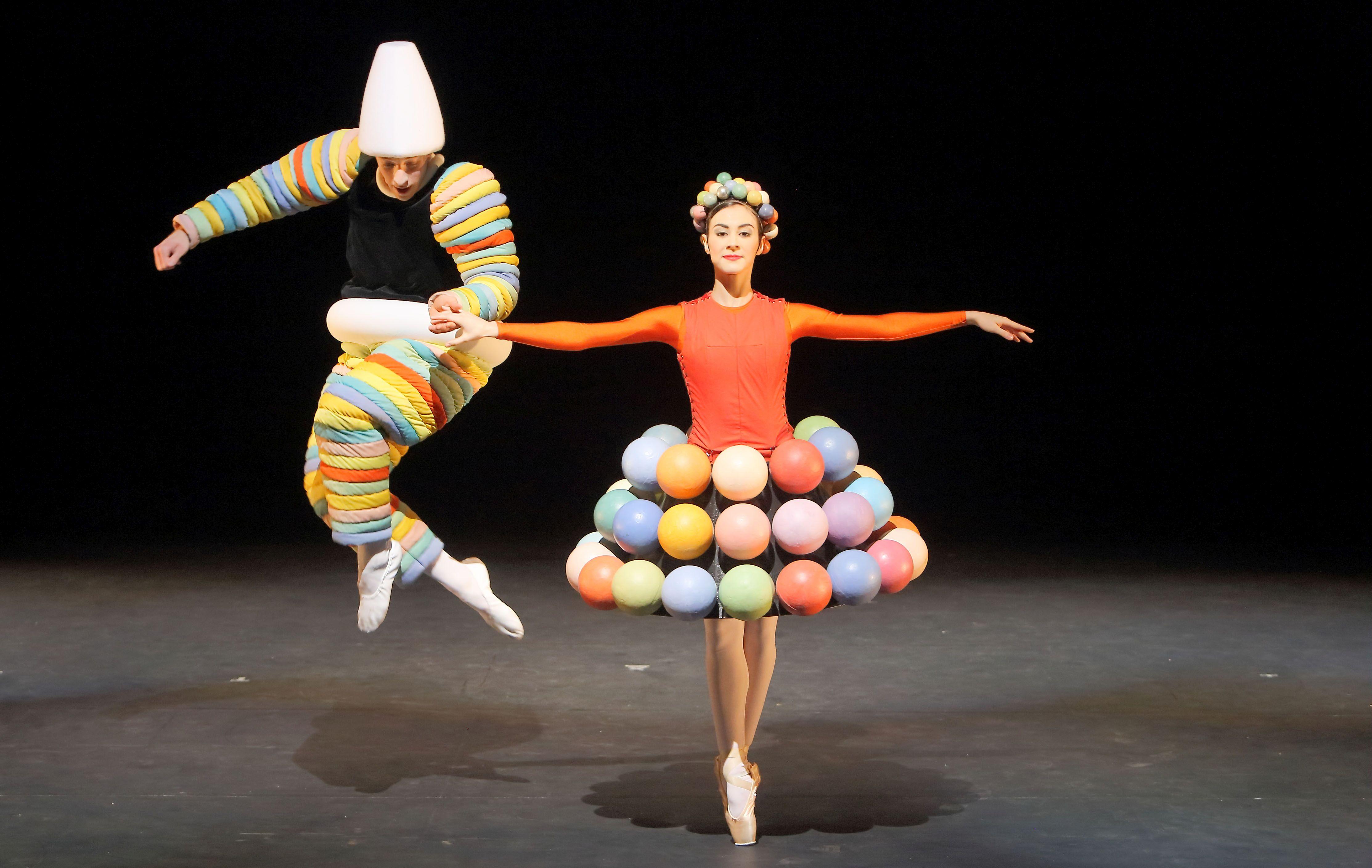 Das Triardische Ballett. Bayerisches Junior Ballett München, Foto: Wilfried Hösl