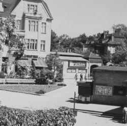 Blick vom S-Bahnhof Zehlendorf auf das Burg Café und Kino Bali 1954 © Heimatmuseum Zehlendorf