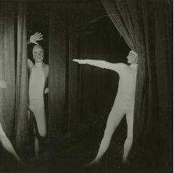 T. Lux Feininger, Bauhausbühne Dessau: Lichtspiel von Oskar Schlemmer, 1927 © Staatliche Museen zu Berlin, Kunstbibliothek