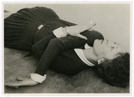 © Grit Kallin-Fischer, Selbstporträt mit Zigarette, um 1928, Bauhaus-Archiv Berlin