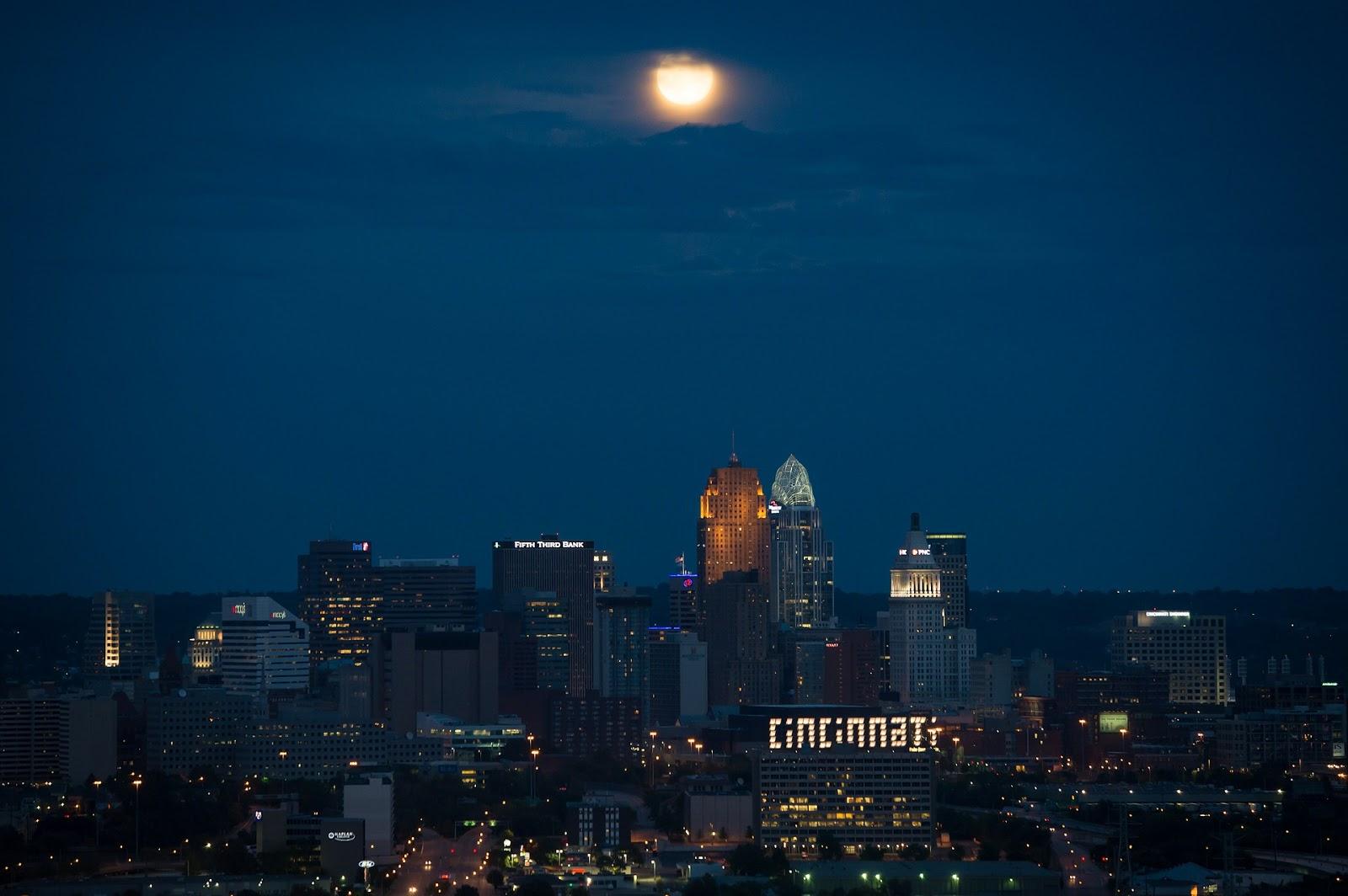 a bright full moon in cincinatti