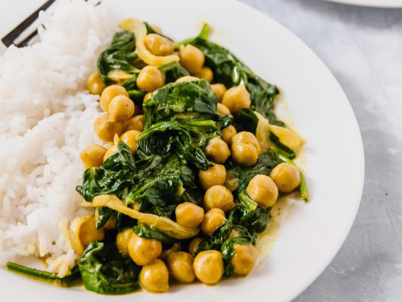 Healthy dinners for two: 20 Minute Golden Chickpea Curry With Spinach