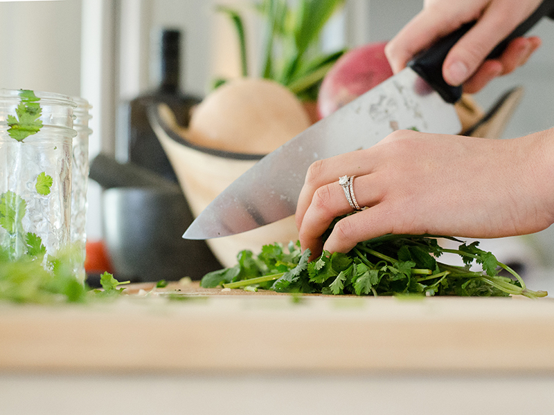 Blue Apron competitors: close-up of hands chopping cilantro