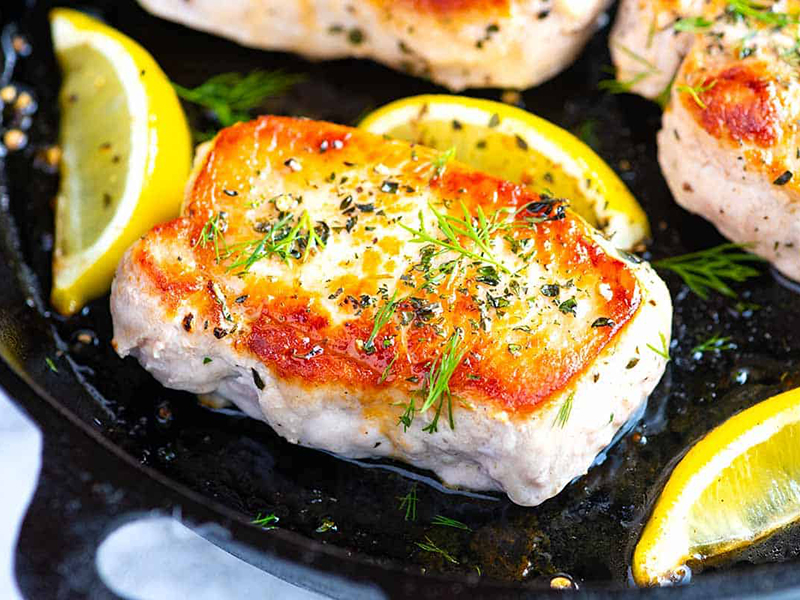Simple Dinner Ideas: Juicy Oven-Baked Pork Chops