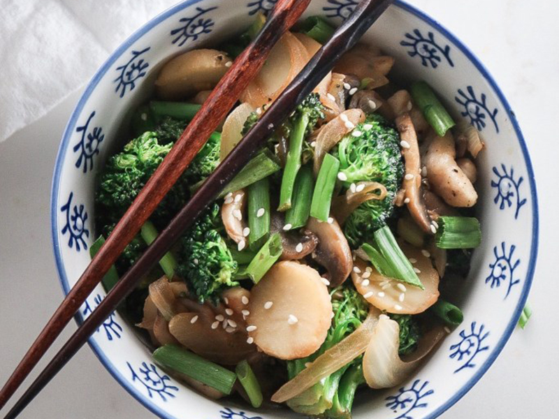Simple Dinner Ideas: Garlic Chicken and Broccoli Stir-Fry