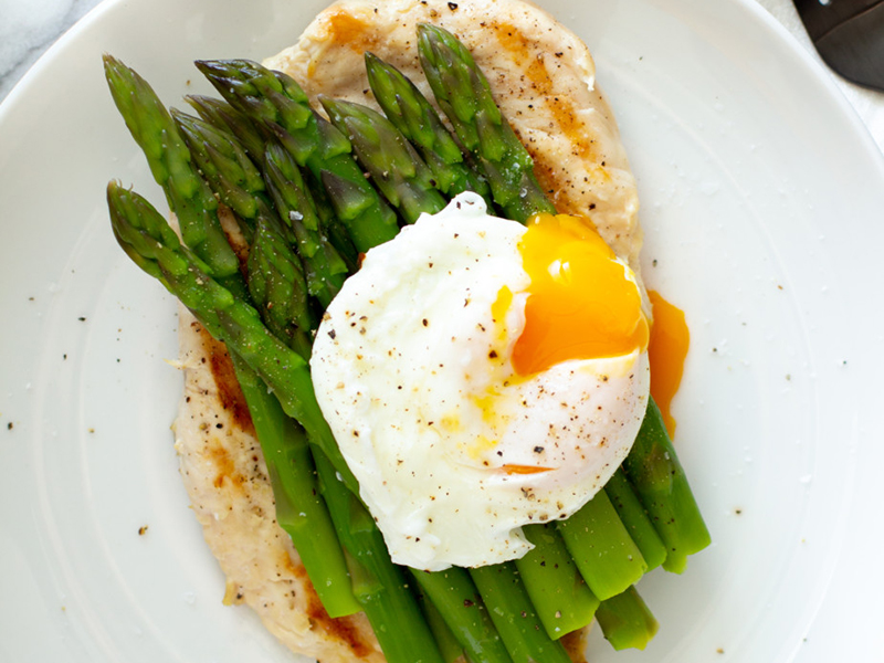 Simple Dinner Ideas: Grilled Chicken With Asparagus and Poached Egg