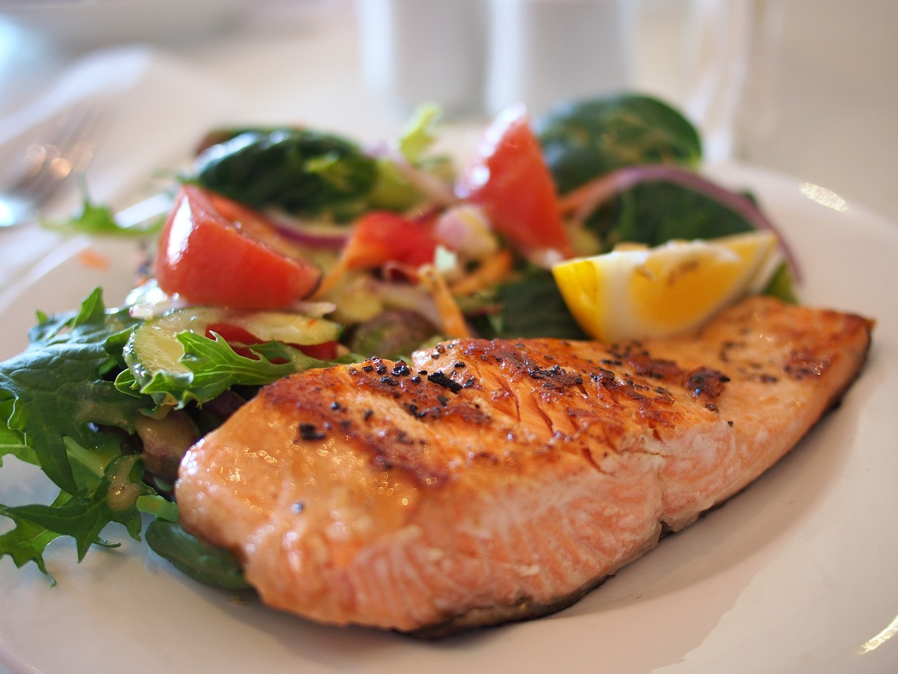 Simple Dinner Ideas: Grilled Salmon and Salad