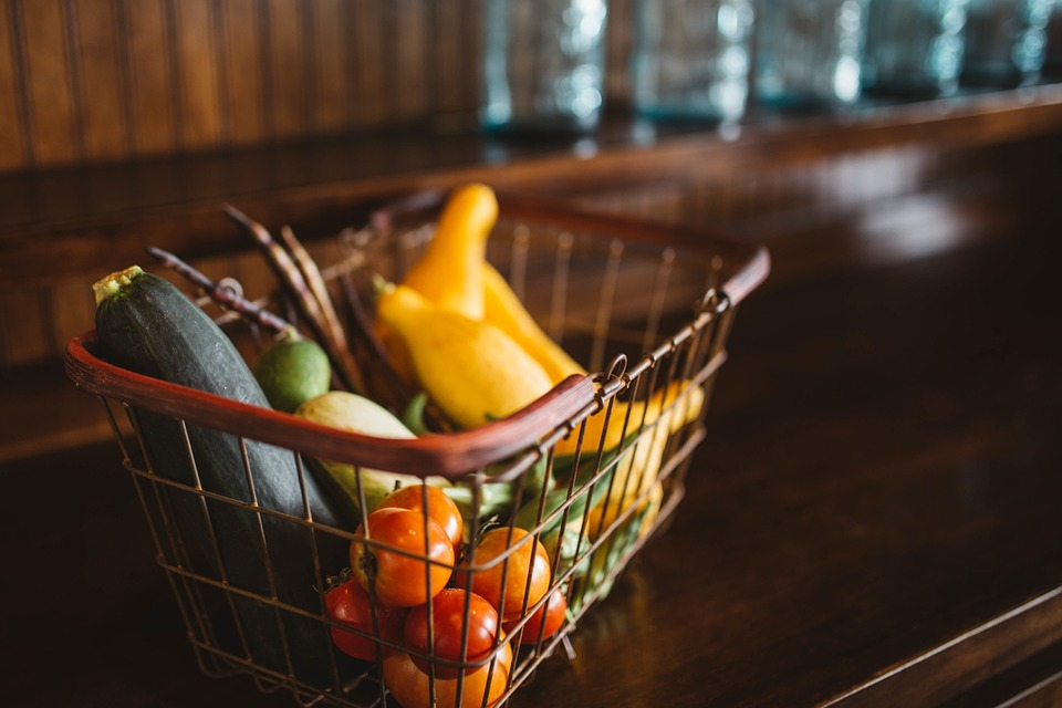 Easy healthy dinner recipes: a shopping basket full of produce