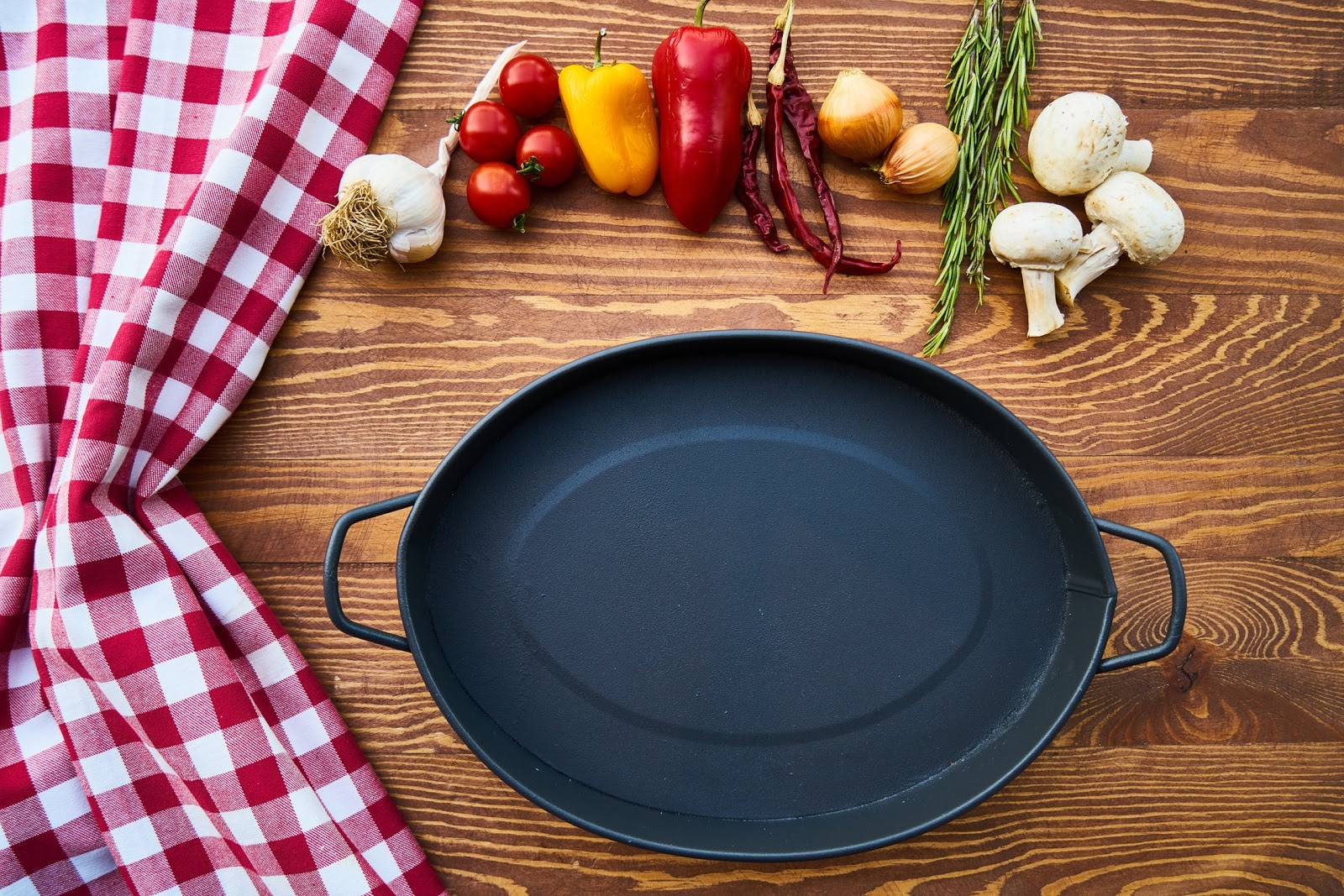 Hello Fresh recipes: a cast iron pan surrounded by ingredients