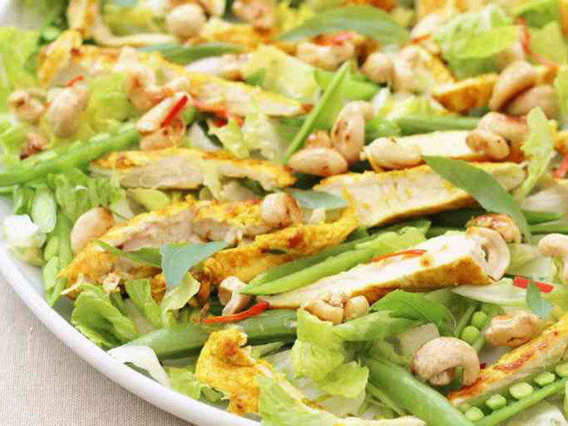 Healthy quick meals: Thai Chicken Salad With Honey Drizzled Cashews