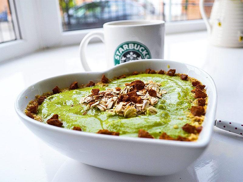 Healthy quick meals: Vegan Apple Pie Smoothie Bowl