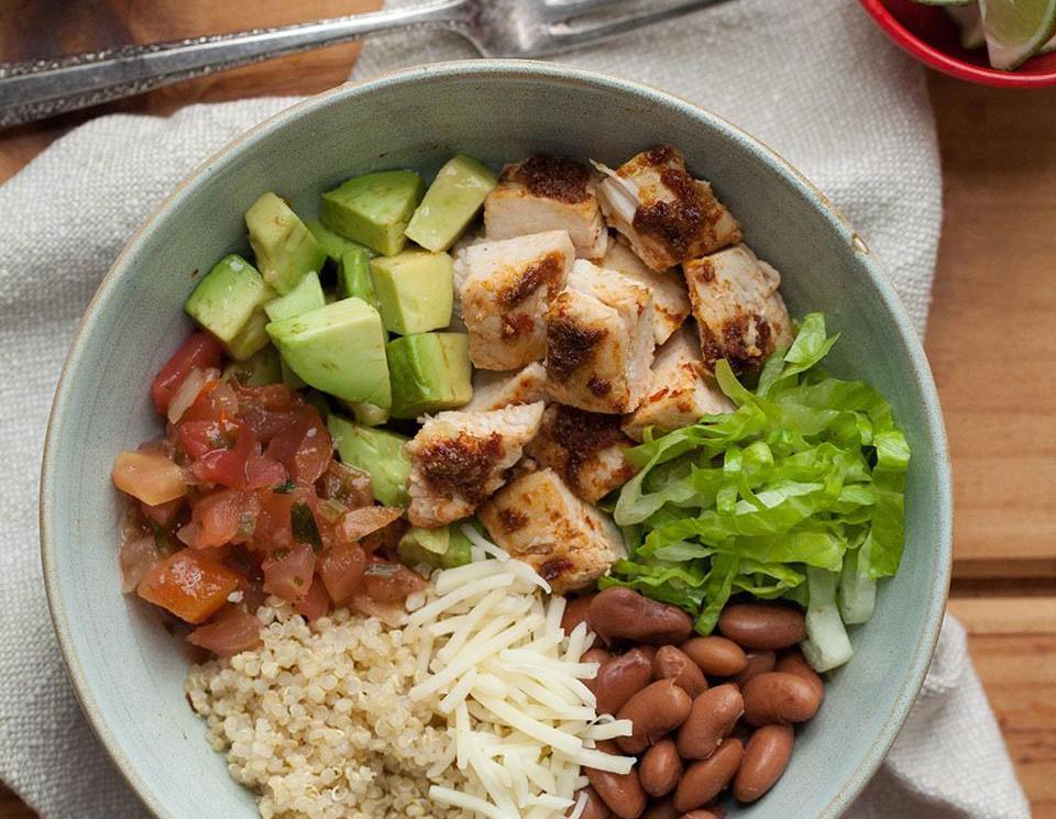 500-calorie meals: Chipotle Chicken Quinoa Burrito Bowl