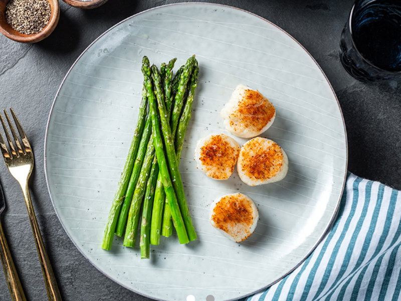 Low-carb, high-protein meals: Scallops and Asparagus