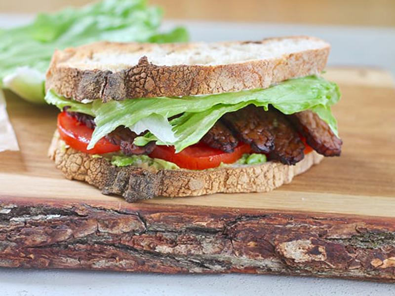 Vegetarian meal plan: Tempeh Bacon BLT Sandwiches
