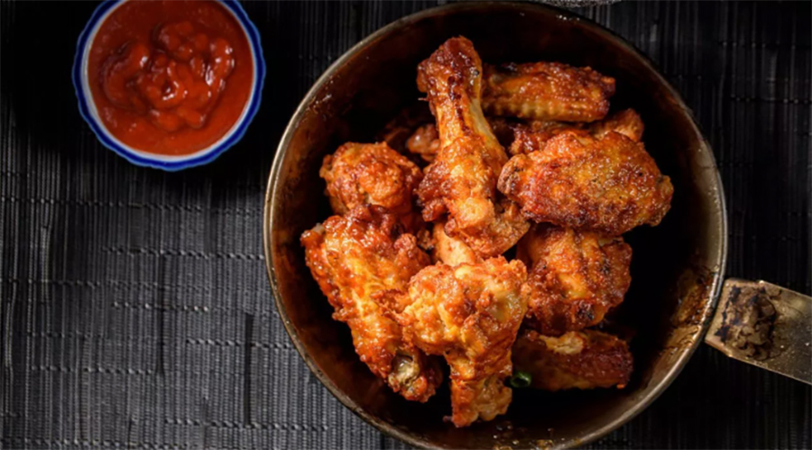 Easy Low-Carb Meals: Grilled Chicken Wings With Greens and Salsa