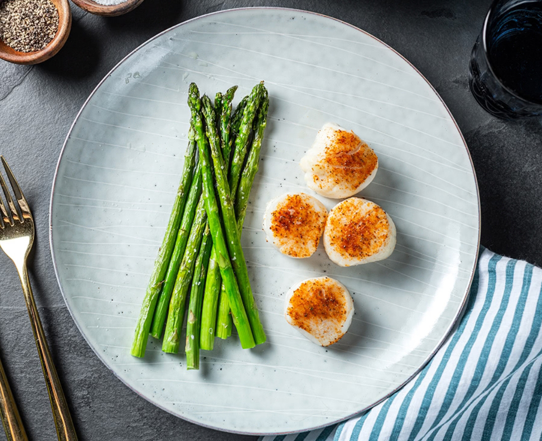 Easy low-carb meals: Scallops and Asparagus