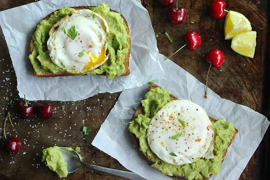 Easy college meals: Egg and Avocado Toast