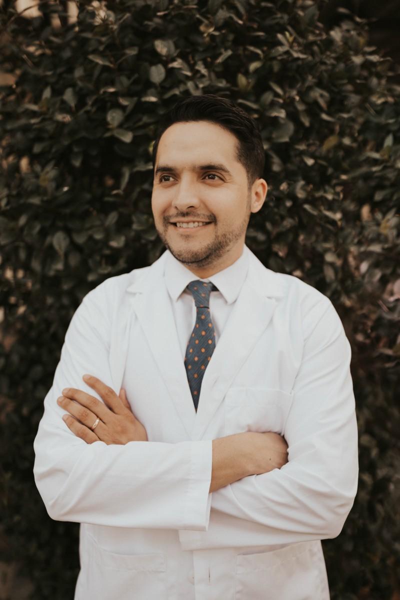 Headshot of Dr. Ricardo Muñoz