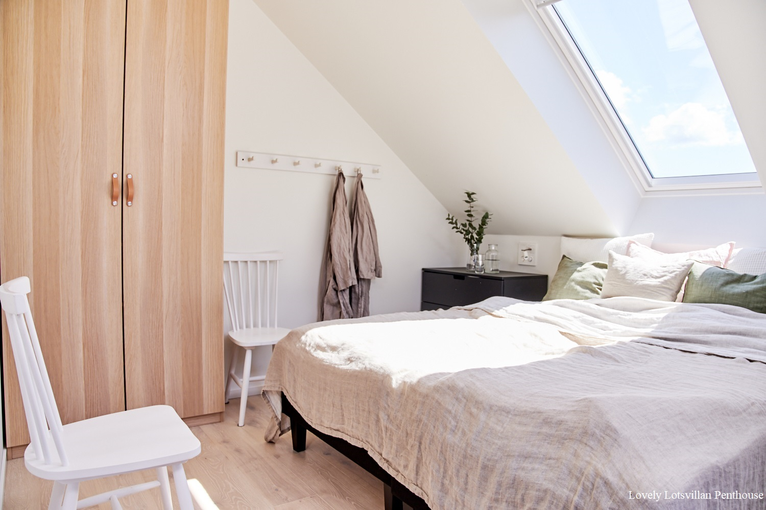 Lovely Lotsvillan Penthouse-one of the bedrooms