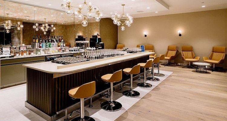 As well as great food, The Virgin Clubhouse has a wide selection of beer, wines, spirits and award-winning cocktails. The Clubhouse as a whole is fantastic, but it really excels with its food, drink and dining options. 43