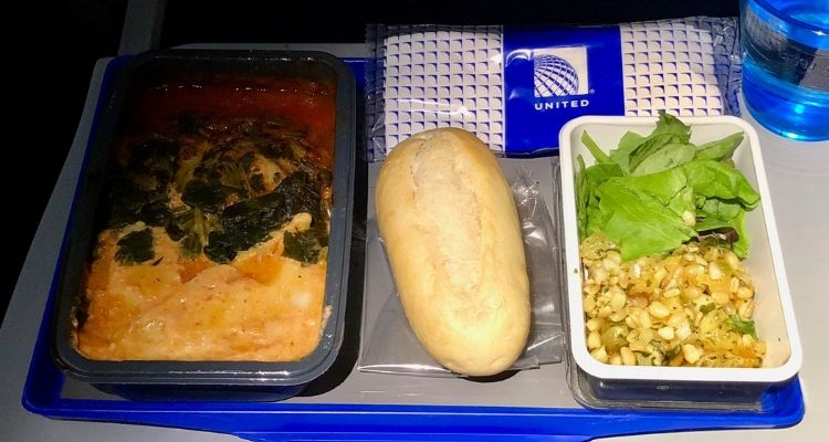 What is The Difference Between Economy and Business Class (and First Class)? 4