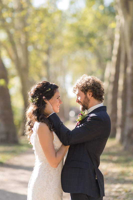 Brautpaar im Park
