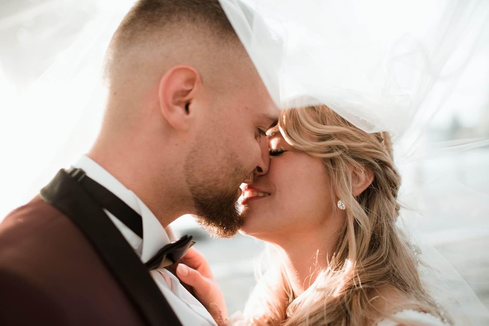 Schleier und Kuss